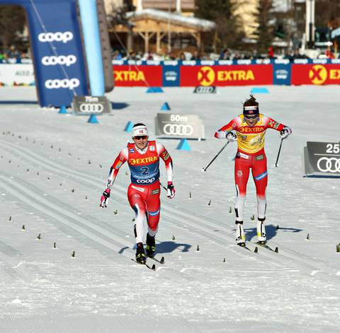Oestberg supera Johaug all'arrivo di Dobbiaco (foto Newspower)