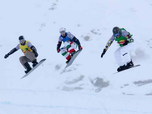 SBX World Cup Montafon - Team Event - Heat 6 - Andrey Boldykov RUS, Luca Matteotti in blu e Jake Holden (foto FIS/Oliver Kraus)